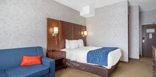 Comfort Inn & Suites Medicine Hat Queen with Sofa Bed