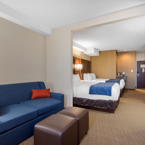 Comfort Inn & Suites Medicine Hat Pet Friendly Triple Suite