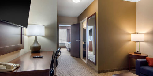 Comfort Inn & Suites Medicine Hat Business Queen Suite