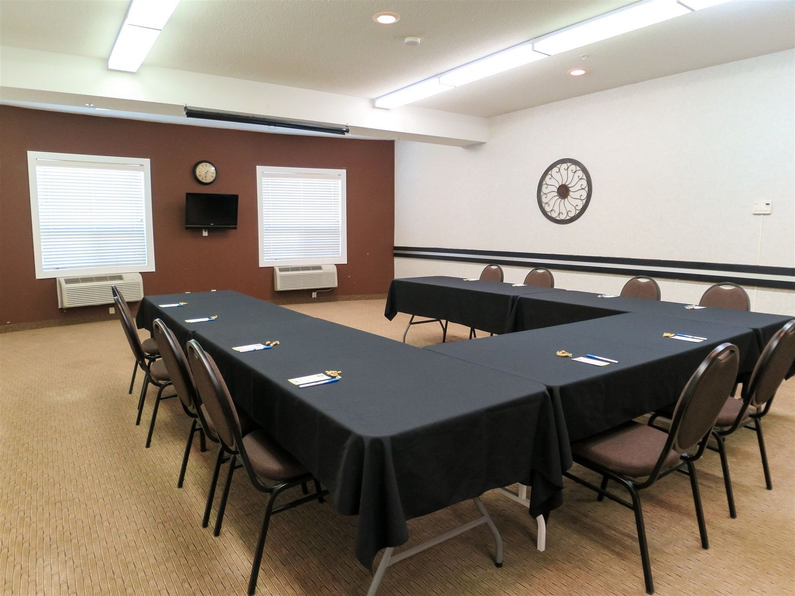 Choice Hotels' Comfort Inn and Suites Medicine Hat provides a meeting room perfect for those conducting business in the city.